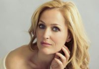 Compare the appearance of Gillian Anderson after her plastic surgery and before it